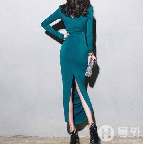 冬穿这美女包臀裙,展露好丝袜,搭配高跟鞋更紧身情趣内衣蕾身材图片