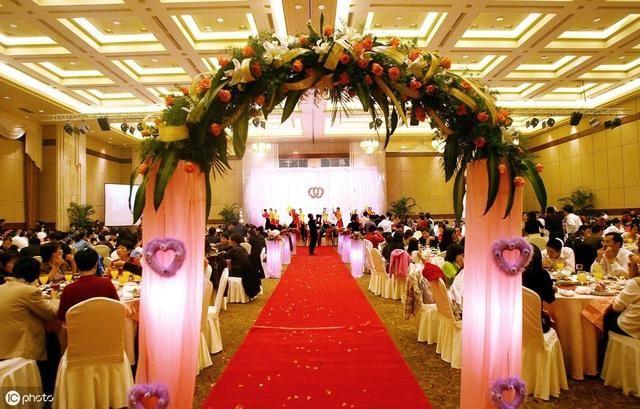 婚宴婚庆礼仪,宾客参加婚礼时的基本礼仪(建议收藏)