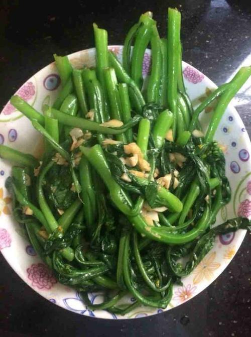 炒青菜用冷水还是开水,大厨说漏嘴,只加1勺它,青菜翠绿不变黄