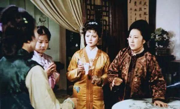 红楼梦:薛宝钗冰雪聪明,为何却对付不了嫂子夏金桂?