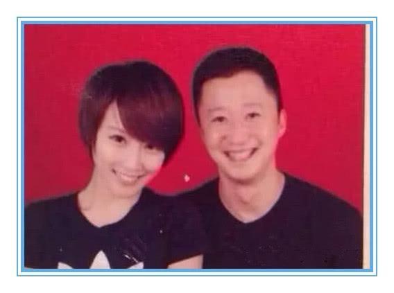 表情结婚照,撒贝宁笑成吴京,看到表情我服了搞笑明星包逃跑图片