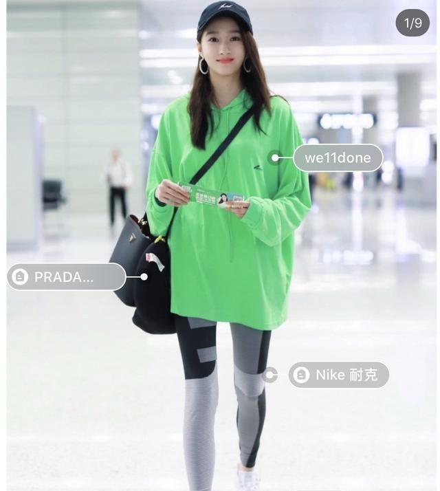 杨幂机场身穿粉色少女卫衣,这哪像当妈的样子啊