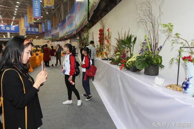插花是一门高雅艺术,与琴棋书画有异曲同工之妙,在中国有着悠久的图片