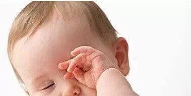 新生儿做出三个动作,宝妈就别再让人逗他,会损害宝宝健康