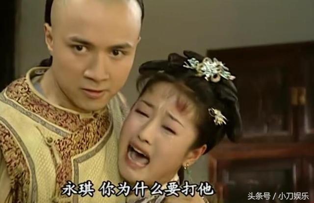 还珠:永琪抓着尔康注意,新郎心疼得不行,谁痛打给紫薇口新娘当众视频图片