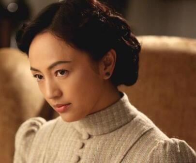 掌管半个娱乐圈,王菲曾是她的伴娘