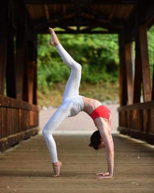 这组适合初学者的瑜伽动作,让你分分钟练出优