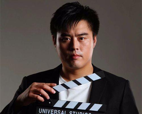 《七月与安生》的导演之一魏杰,曾是吴京副手,《战狼》的副导演