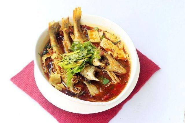 做麻辣鱼时,直接下锅煮就大错特错,记住这个方法,又麻又香