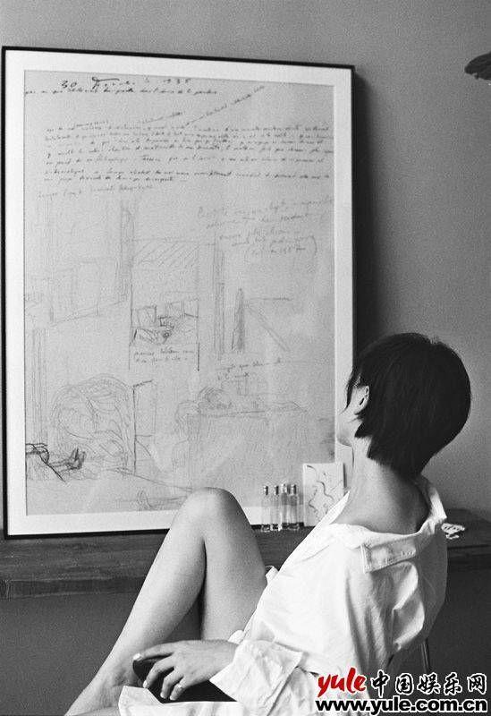 楊舒婷黑白寫真曝光靜謐迷人肆意隨性