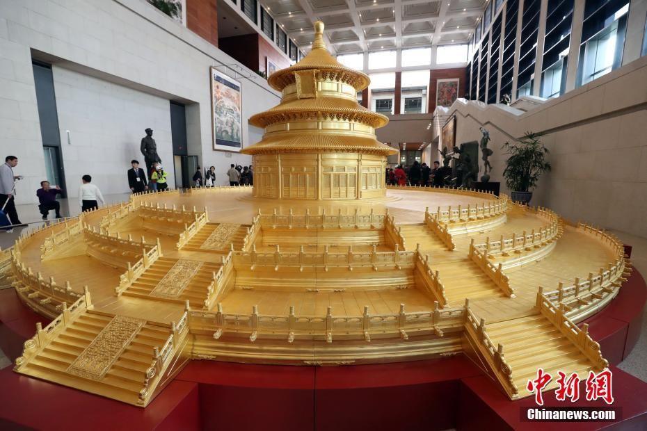 祈年殿模型整体结构完全以原建筑物为准,选用珍贵的缅甸柚木,手工