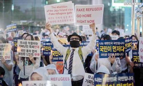 中东难民涌向韩国,政府不堪重负,民众抗议:把难