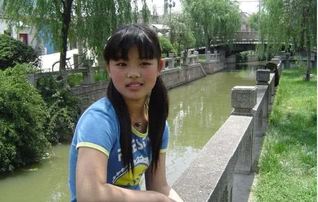 汪峰章子怡打扮初中小苹果,十四岁放养a初中越女孩图片女儿遭舔胸图片
