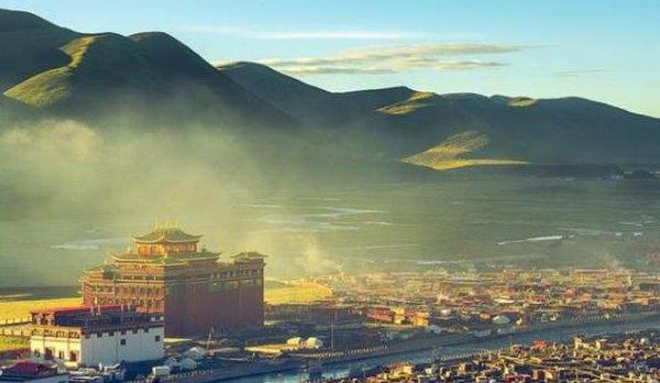 中国最大尼姑庵:拥有2万尼姑和少量男子,每天天黑都有特殊规定