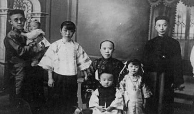 <b>袁世凯当皇帝,全家都高兴,唯独一个女儿不开心,此女丈夫被枪决</b>