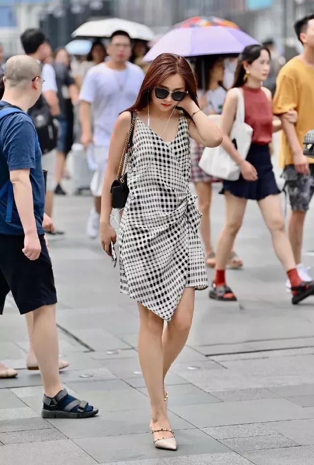 高跟鞋简约时尚,穿起来让女性显得够韵味