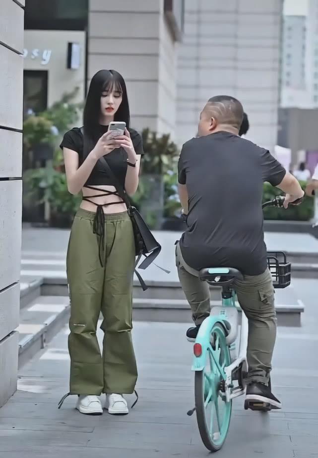 """街头突然崛起一款裤子: 叫""""抹茶裤"""", 显瘦潇洒插图(2)"""