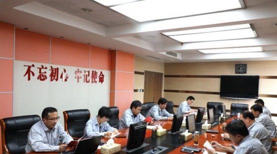 皖能铜陵公司领导班子成员带头学习党章