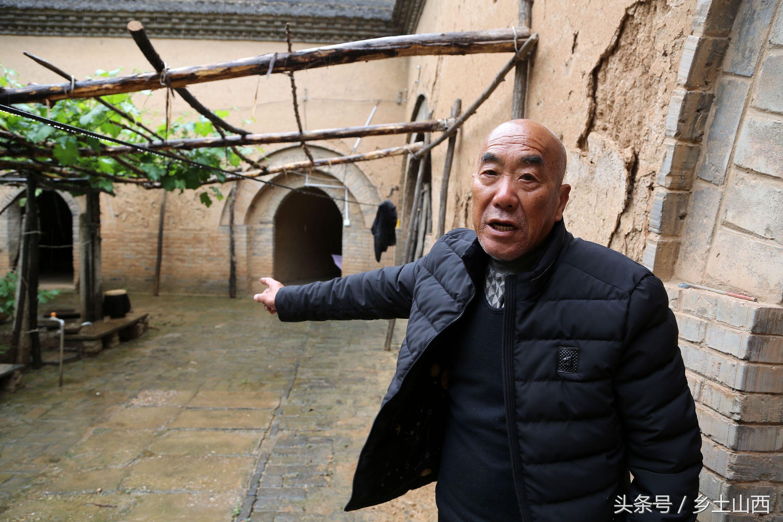 冒雨实拍有着4000历史的地坑院,76岁农村老人揭秘下雨