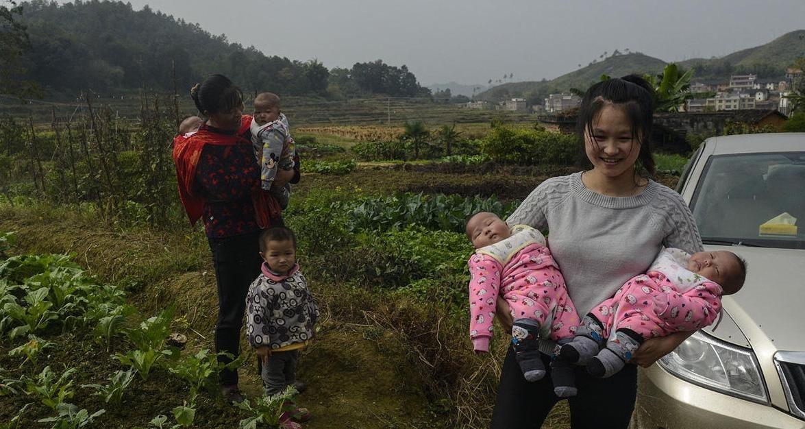 为生个农村,女子女儿生下女四儿子,6个胞胎压喷水哪个情趣用品可以图片