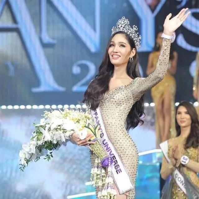泰国变性人选美大赛落幕,27岁冠军颜值堪比娜扎,生活照更清纯