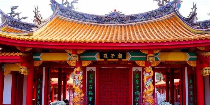 山东曲阜孔子庙,门口对联有俩错别字,专家:有文化的高级错误