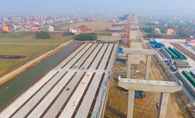 而张家港市境内的南接线工程长9.702公里,双向六车道,工程概算31.