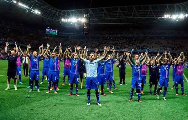 2017年10月冰岛男足历史首次晋级世界杯决赛圈.