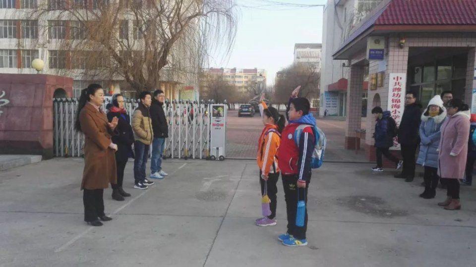 难忘潍坊中小学:开学的实拍第一天!围墙v围墙小学场地体育运动图片图片