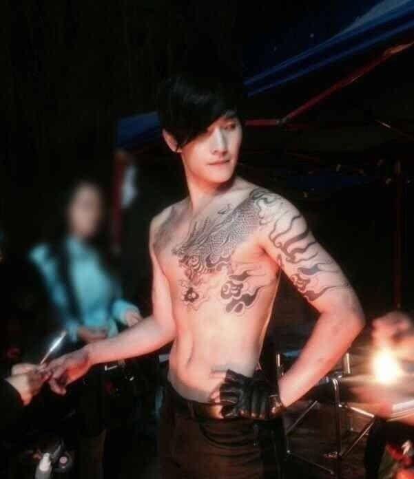 同样是纹身:杨洋的霸气,鹿晗的文艺,而他的纹身让人忍俊不禁