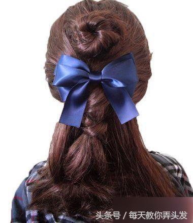 至此韩国女生半扎公主头发型就彻底扎好了.