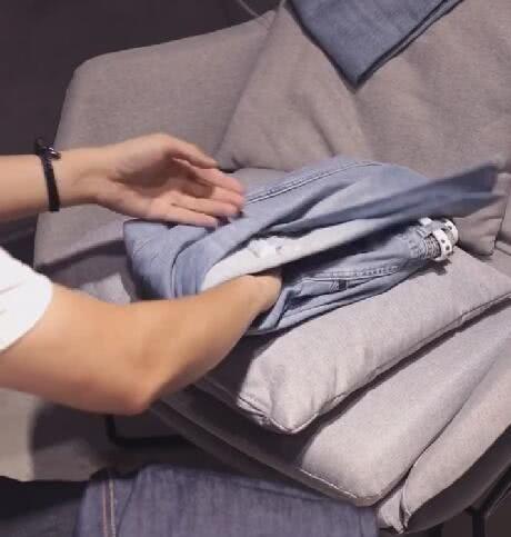 <b>小哥哥摆放1000条牛仔裤,看到最终效果后:这特么是神人吧!</b>