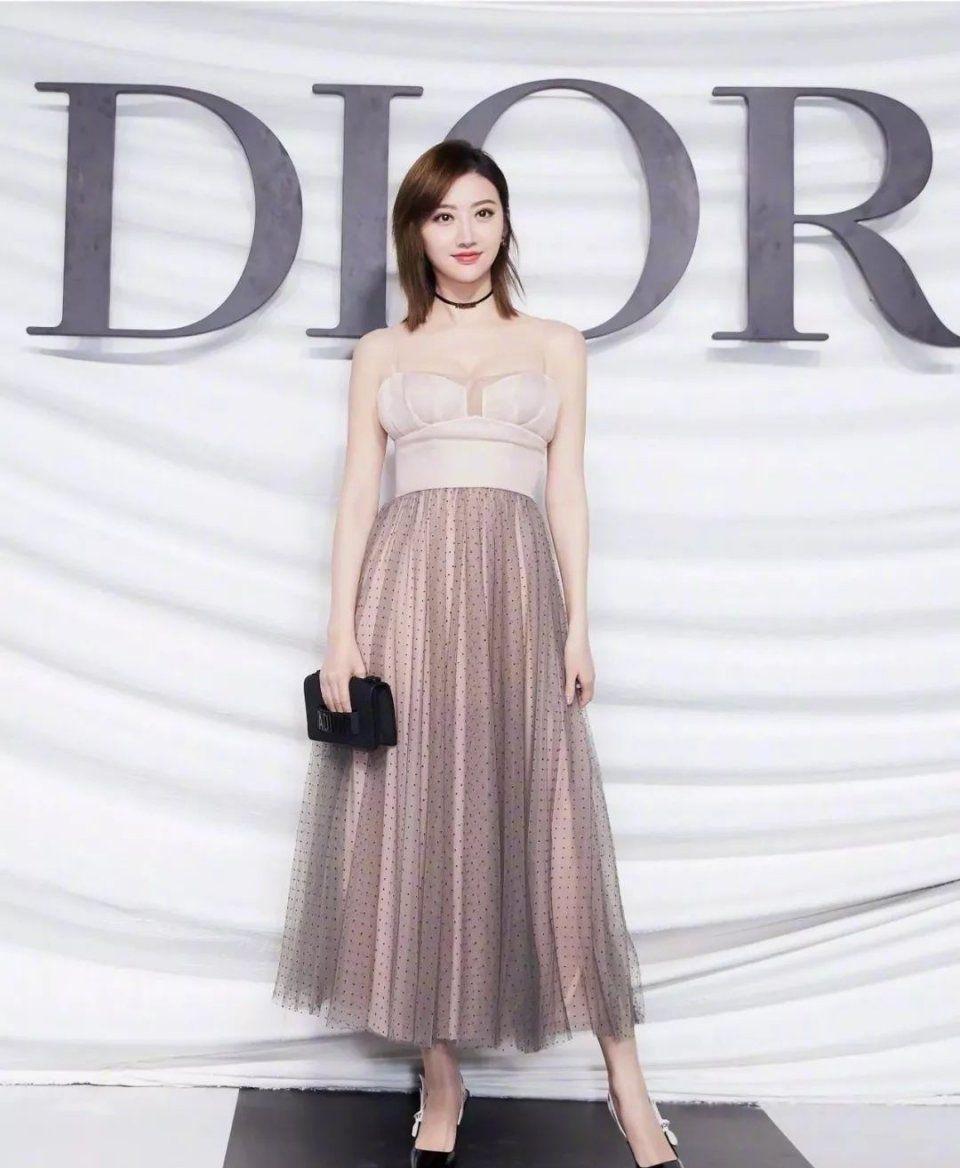 林志玲整容,柳岩丰胸,汪东城卖卫生巾明星代言凭的是啥?图片