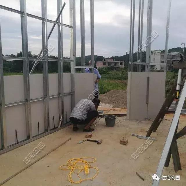 轻钢墙体中空没安全感,这栋实心墙轻钢别墅怎能拒绝?