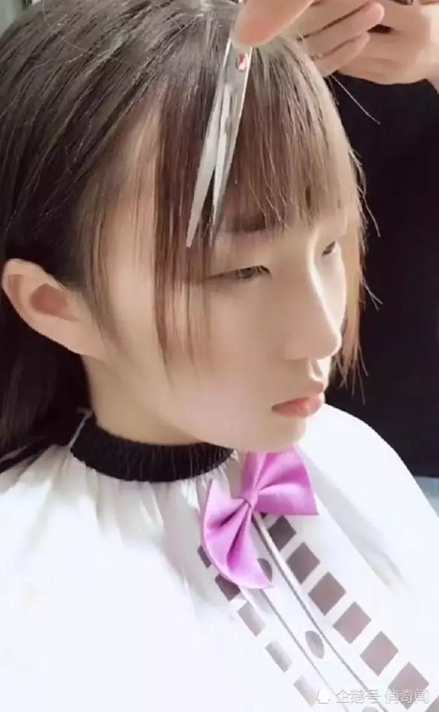 相貌普通的单眼皮女生去理发,剪完刘海一点变化都没有图片