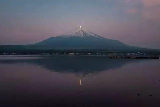 数百张绝美的照片,记录了富士山春夏秋冬,风霜雨雪的日日夜夜.