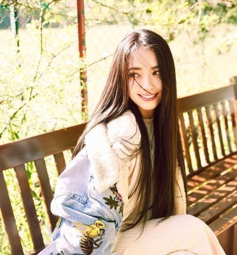 郭碧婷有着仙女般的面容,却因双腿太弯曲成短板,穿紧身裤最明显