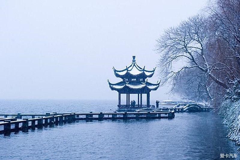 【暖心随行 送祝福】西湖的雪景美艳绝伦