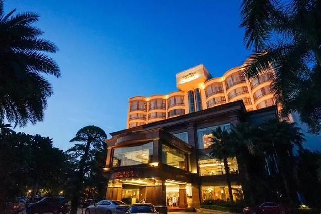 广东周末避暑游 这家半山酒店网红泳池将亲子
