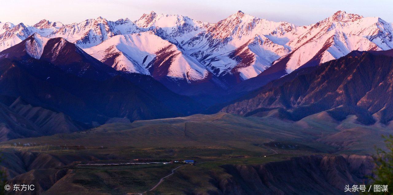 旭日照耀下的祁连山雪峰,江河山川造福了人类,哺育了更多的生命。东西长约1000公里的祁连山,虽然没有秦岭那样伟大,也没有昆仑那样的神秘玄幻,但它组成了防止沙漠南侵的防线,也是青藏高原乃至中华水塔三江源生态安全的屏障。(图片来自东方IC)