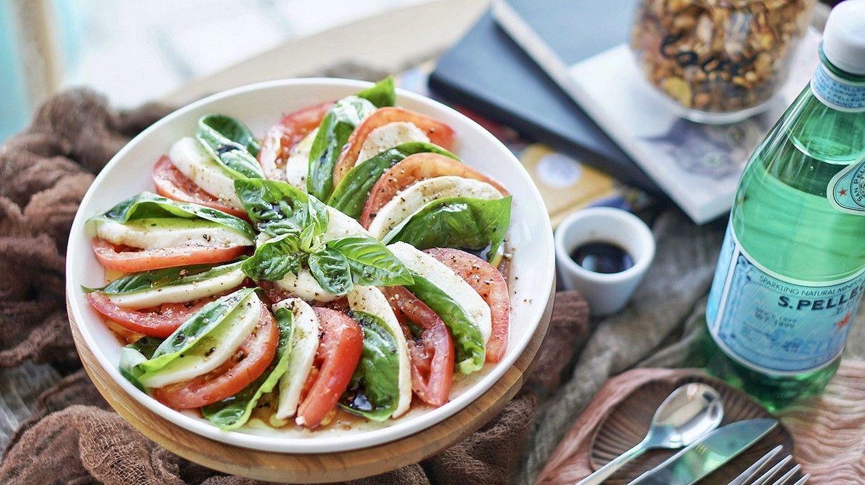 健康食谱|经典意式水牛奶酪番茄罗勒色拉#硬核菜谱制作人#