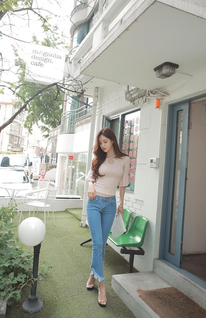 孙允珠 时尚休闲牛仔裤的性感街拍图片