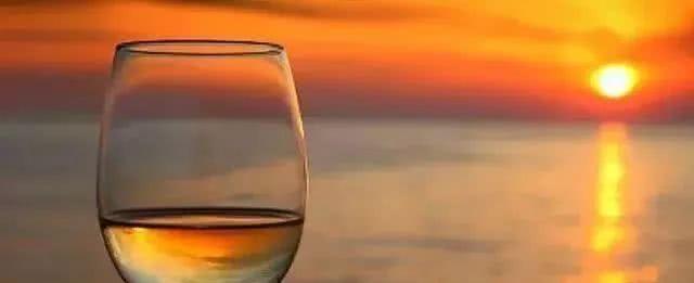 人生如酒,别贪;人生如杯,别满