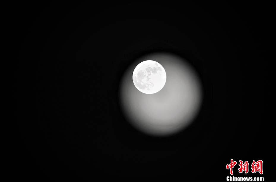 今年最后一次超级月亮登场!小行星将同时划过夜空
