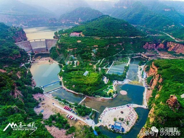 秦王湖风景区玻璃栈道