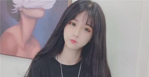 嫌夏天太热,干脆剪短头发的杨清柠,网友:确定不是为突显发量?