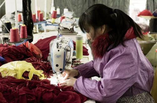 靠之家大妈一年赚10亿!中国情趣内衣情趣,承包另类版sm农村网小镇图片