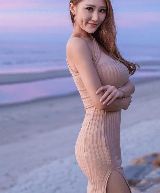 海边摆拍的最好,美女蹲姿还是看美女大波印度图片