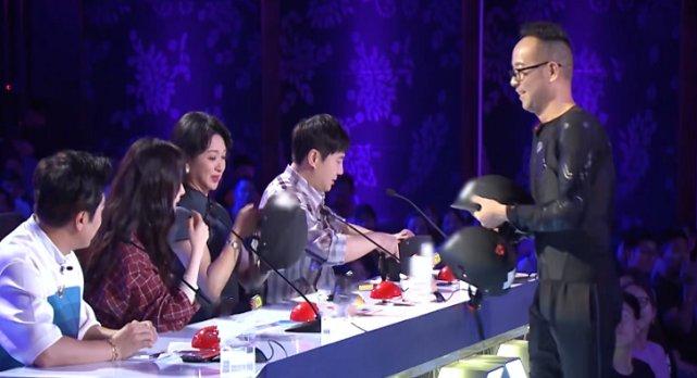 杨幂录节目,现场选手要表演高难度才艺,她的下一秒反应让人心疼