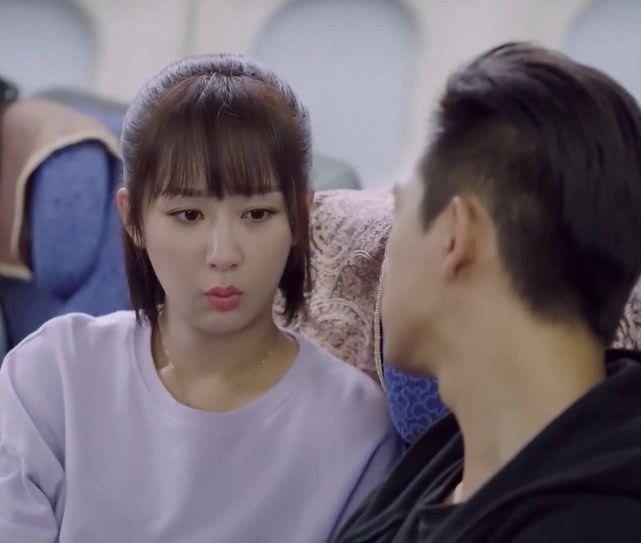 佟年准备亲韩商言,看到老韩怎么做的,网友:真想锤他几拳